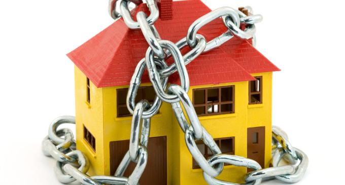 """Sfratti, """"decreto banche azzera tutele per i proprietari che hanno la casa pignorata: niente preavviso e meno garanzie"""""""